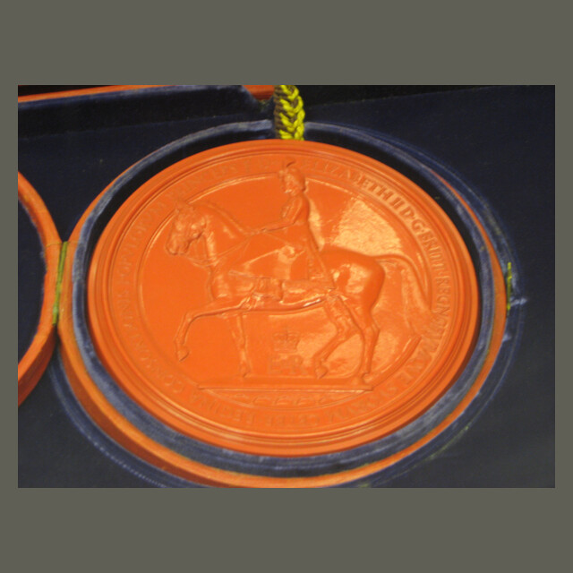 Reverse of the Great Seal of the Realm 1953 seal image