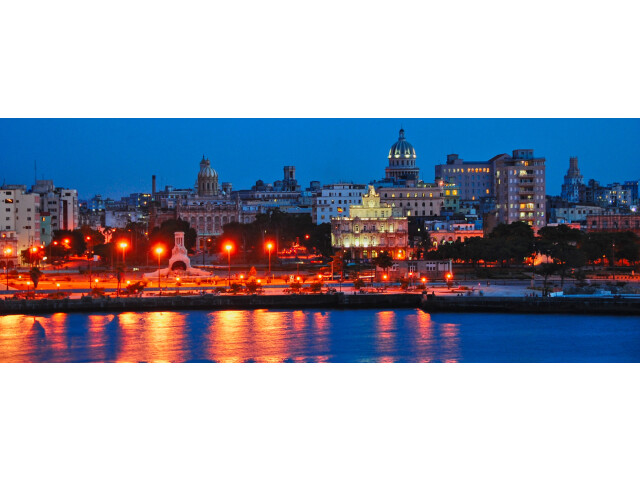 Habana Vieja de noche image