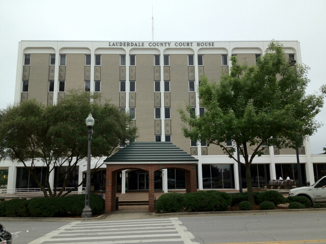 Lauderdale County Courthouse in Florence  Alabama image