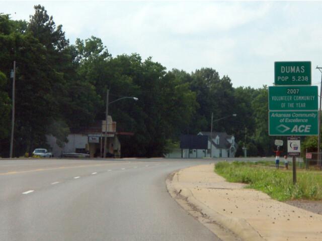 US 65 entering Dumas  Arkansas image