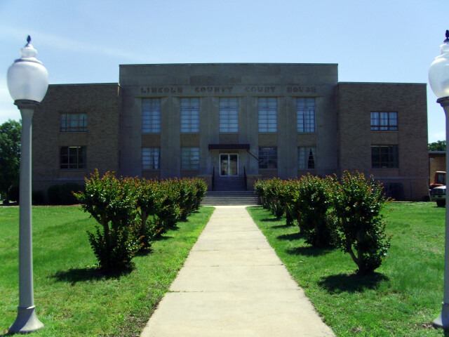 Lincoln County Courthouse 002 image