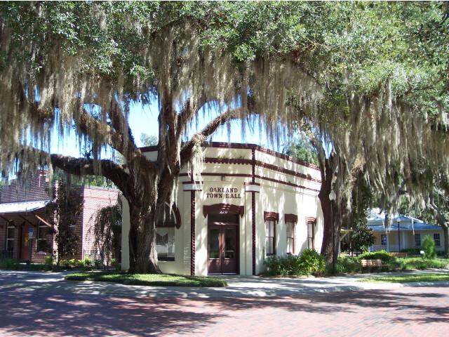 Oakland Florida Town Hall image