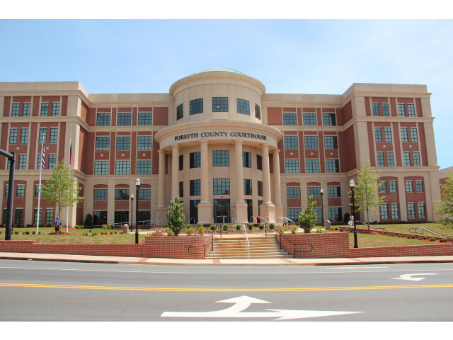 Forsyth County courthouse image