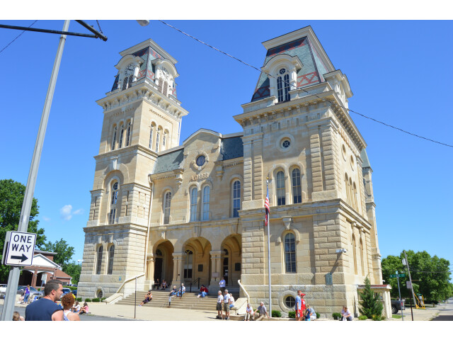 Morgan County Courthouse  Jacksonville image