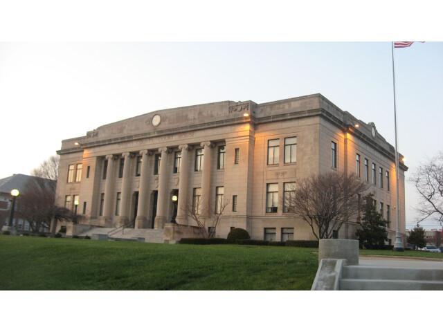 Daviess County Courthouse in Washington image