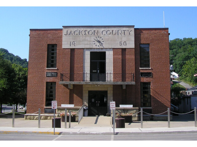 Jackson County  Kentucky courthouse image