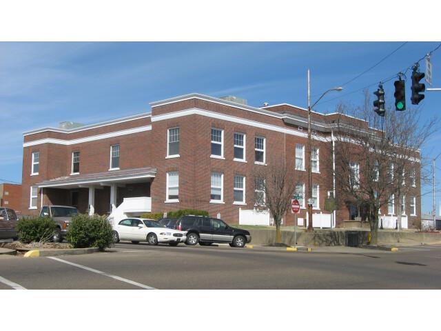 Marshall County Courthouse  Benton image