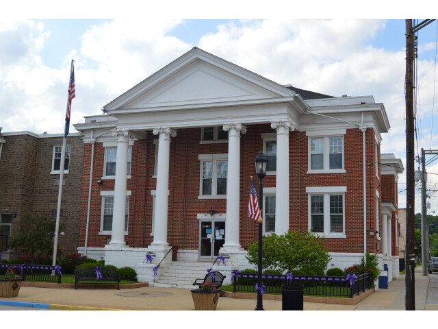 Spencer County Courthouse  Taylorsville image
