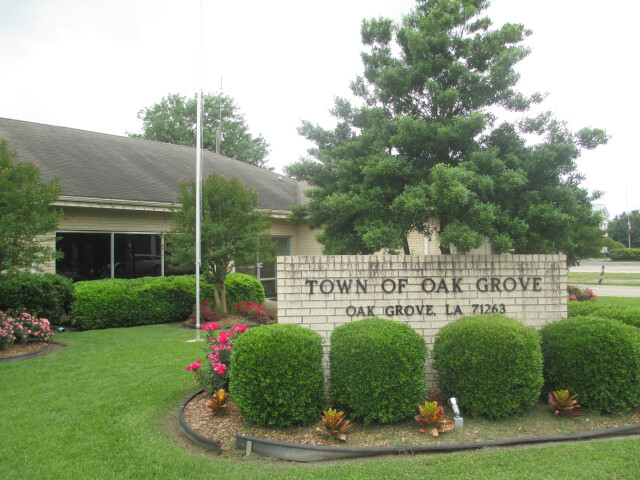 Oak Grove  LA  Town Hall IMG 7374 image