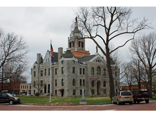 Bates County Courthouse image