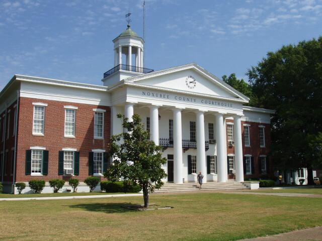 Macon-ms-noxubee-courthouse image