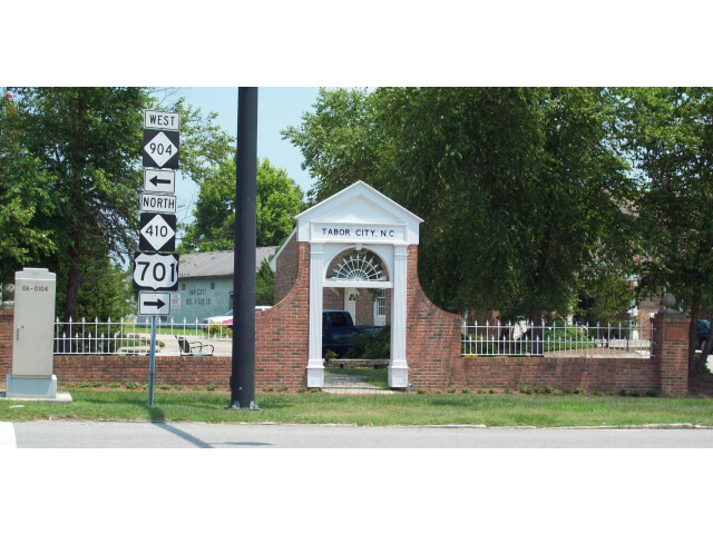 Tabor City NC Welcome Arch Jun 10 image