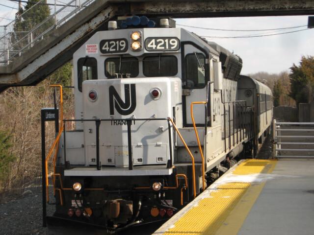 NJ Transit EMD GP40PH-2B 4219 image
