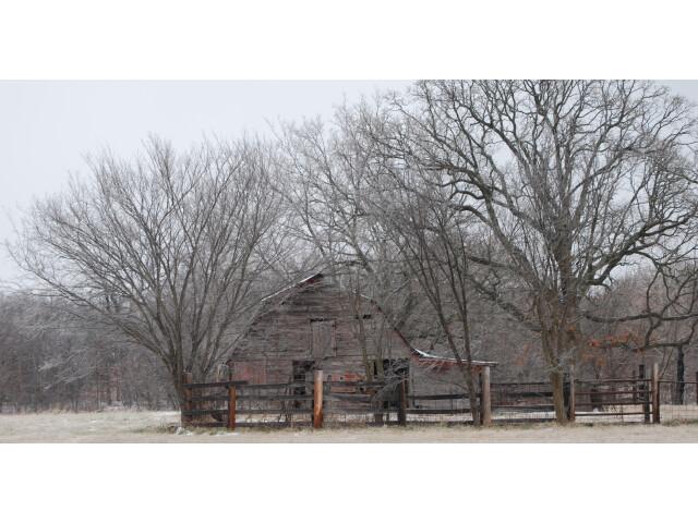 Dilapidated barn Bushyhead OK image
