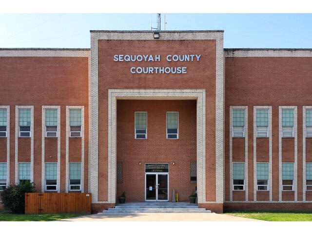 Sequoyah county ok courthouse image