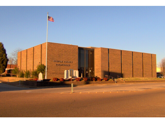 Benton-county-courthouse-tn1 image
