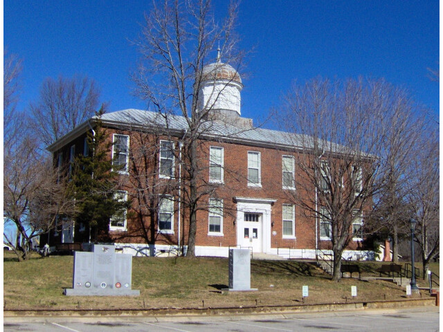 Dickson-county-courthouse-tn1 image