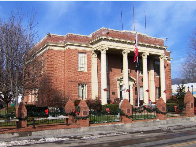 Hancock-county-courthouse-tn1 image