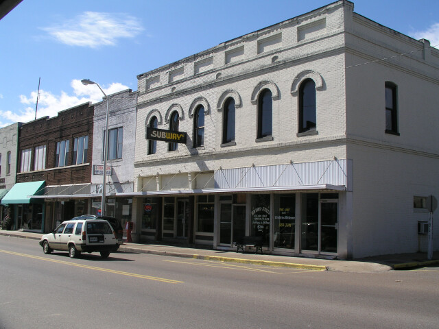 Downtown henderson tennessee image