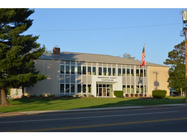 Henderson County Courthouse  Lexington image