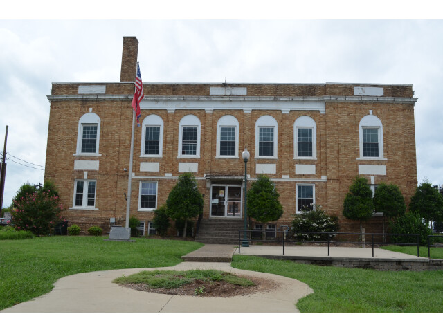 Hickman County Courthouse - Centerville Tennessee 8-31-2014 image