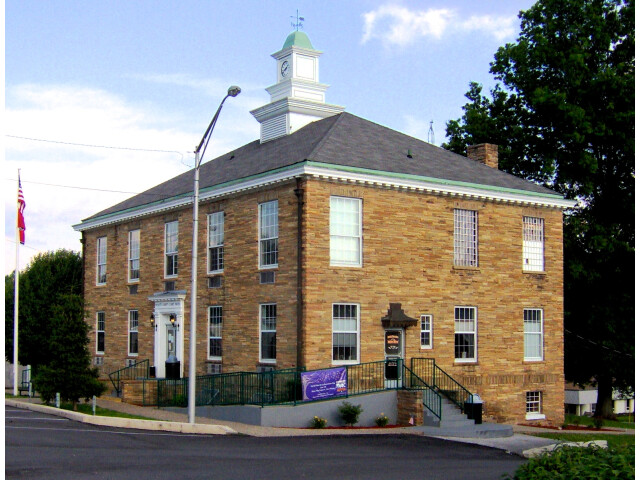 Pickett-county-courthouse-tn1 image