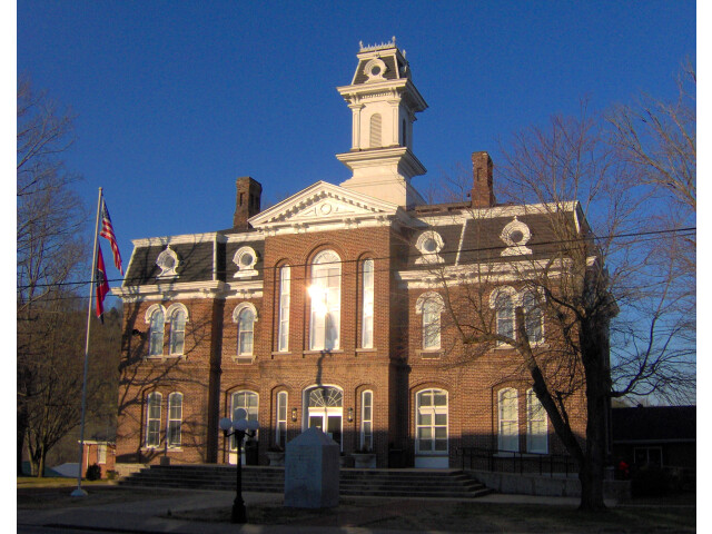 Smith-county-courthouse-tn1 image