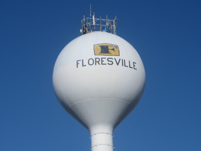 Floresville  TX  water tower IMG 2657 image