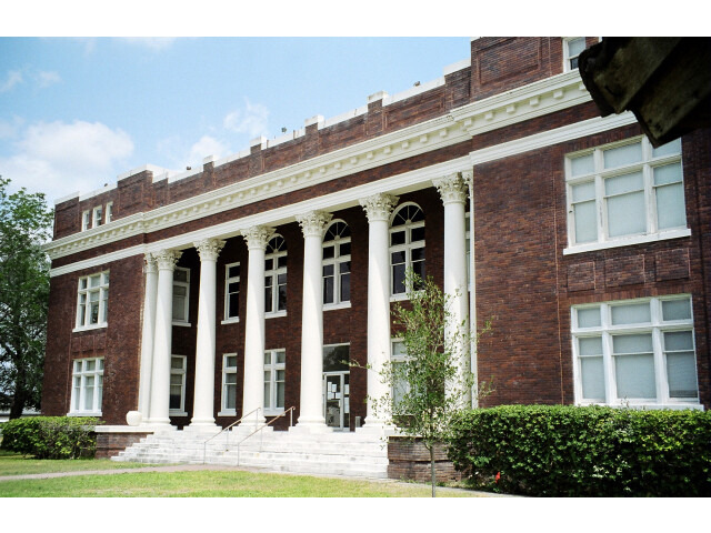 Live oak courthouse image