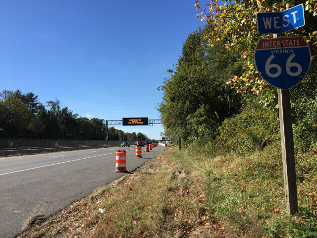 2016-10-28 11 44 28 View west along Interstate 66 'Custis Memorial Parkway' just west of Exit 66 'Virginia State Route 7-Leesburg Pike  Tysons Corner  Falls Church' in Idylwood  Fairfax County  Virginia image