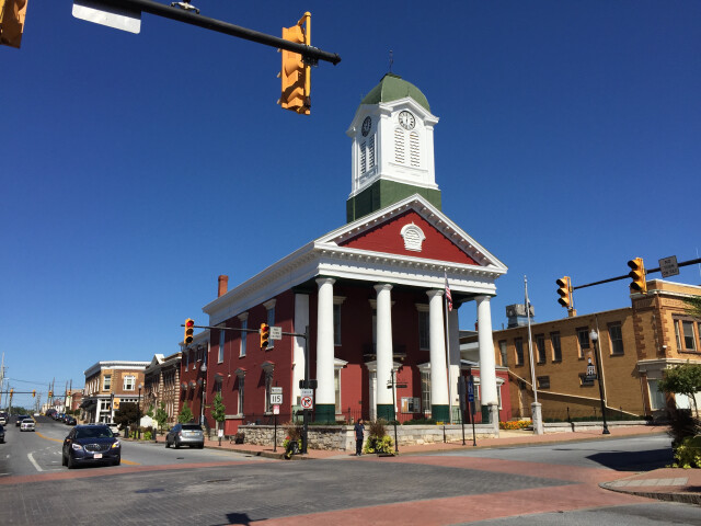 2016-09-27 12 32 38 The Jefferson County Court House at the intersection of West Virginia State Route 115 'George Street' and West Virginia State Route 51 'Washington Street' in Charles Town  Jefferson County  West Virginia image