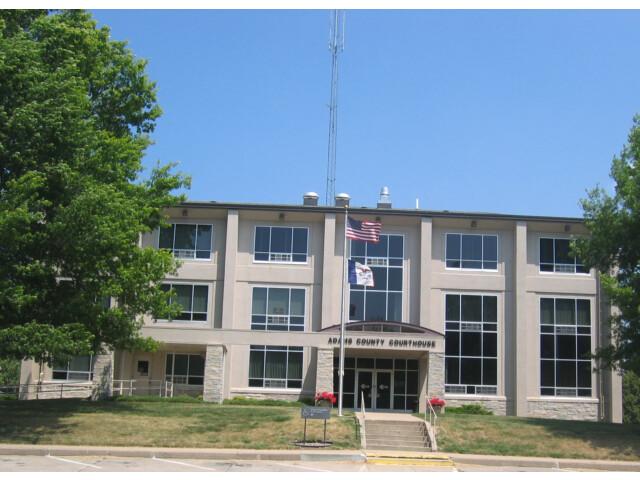 Adams County IA Courthouse image
