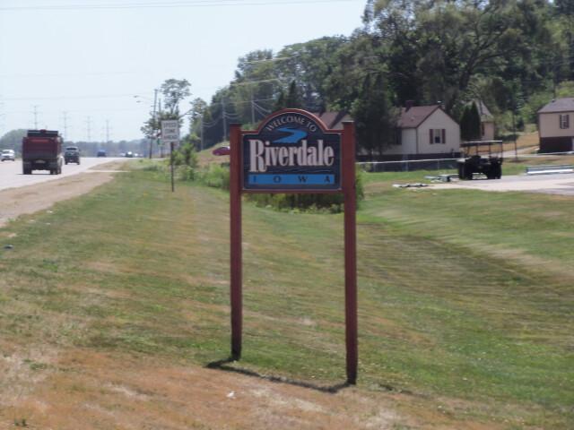 Riverdale  Iowa sign image