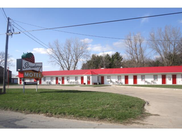 Strawberry Motel - Strawberry Point  IA '5623479374' image