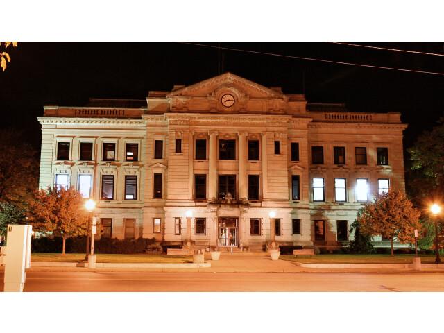 Auburn-indiana-courthouse-night image