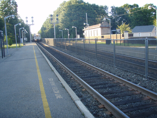 Train approaching Allendale image