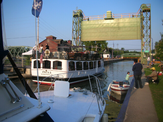 Canal tour boat image