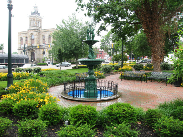 Town square of Lisbon  Ohio and Columbiana County courthouse image