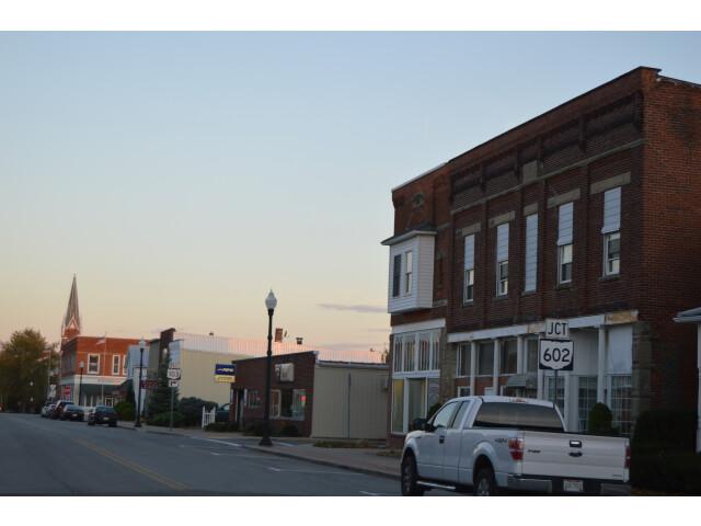 Monroe toward Kibler on Mansfield image
