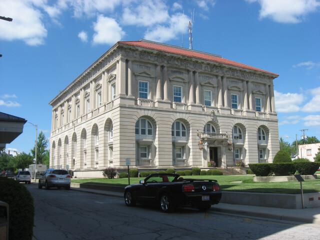 Putnam County Courthouse in Ottawa  southwestern angle image