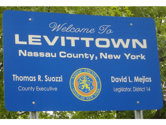 Welcome to Levittown sign image