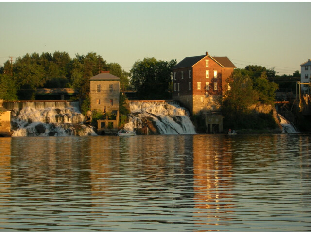 August 2005 view of falls on Otter Creek from Vergennes town dock image
