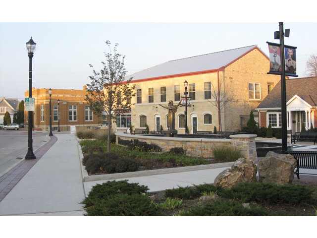 Grafton-WI-Paramount Plaza image