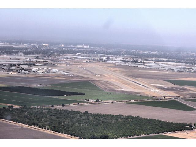 Kluft-photo-Stockton-Metro-Airport-July-2009-Img 0085c image