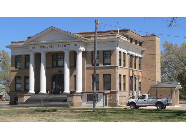 Lipscomb County  Texas  courthouse from SW 1 image