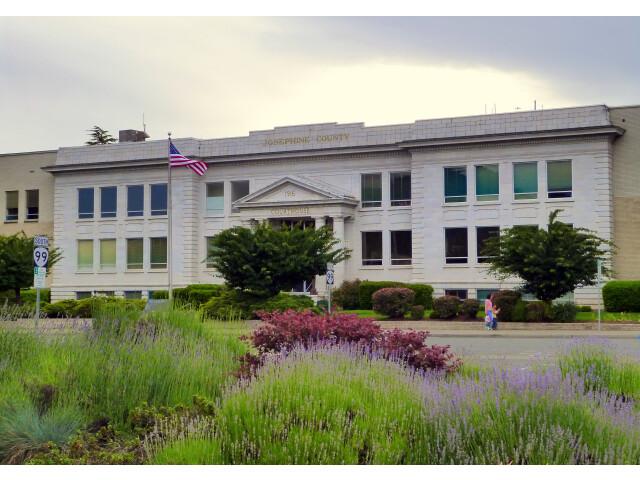 Josephine County Courthouse - Grants Pass Oregon image
