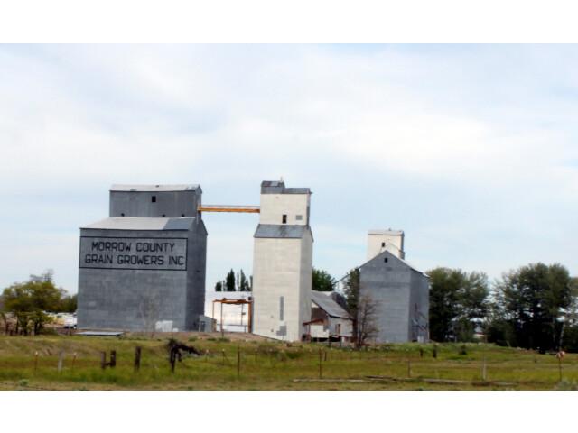 Grain elevators in Lexington Oregon image