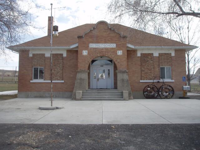 Howell Utah School. image
